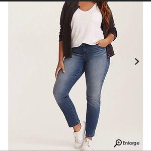 Torrid Mid Rise Distressed Stretch Skinny Jeans 28